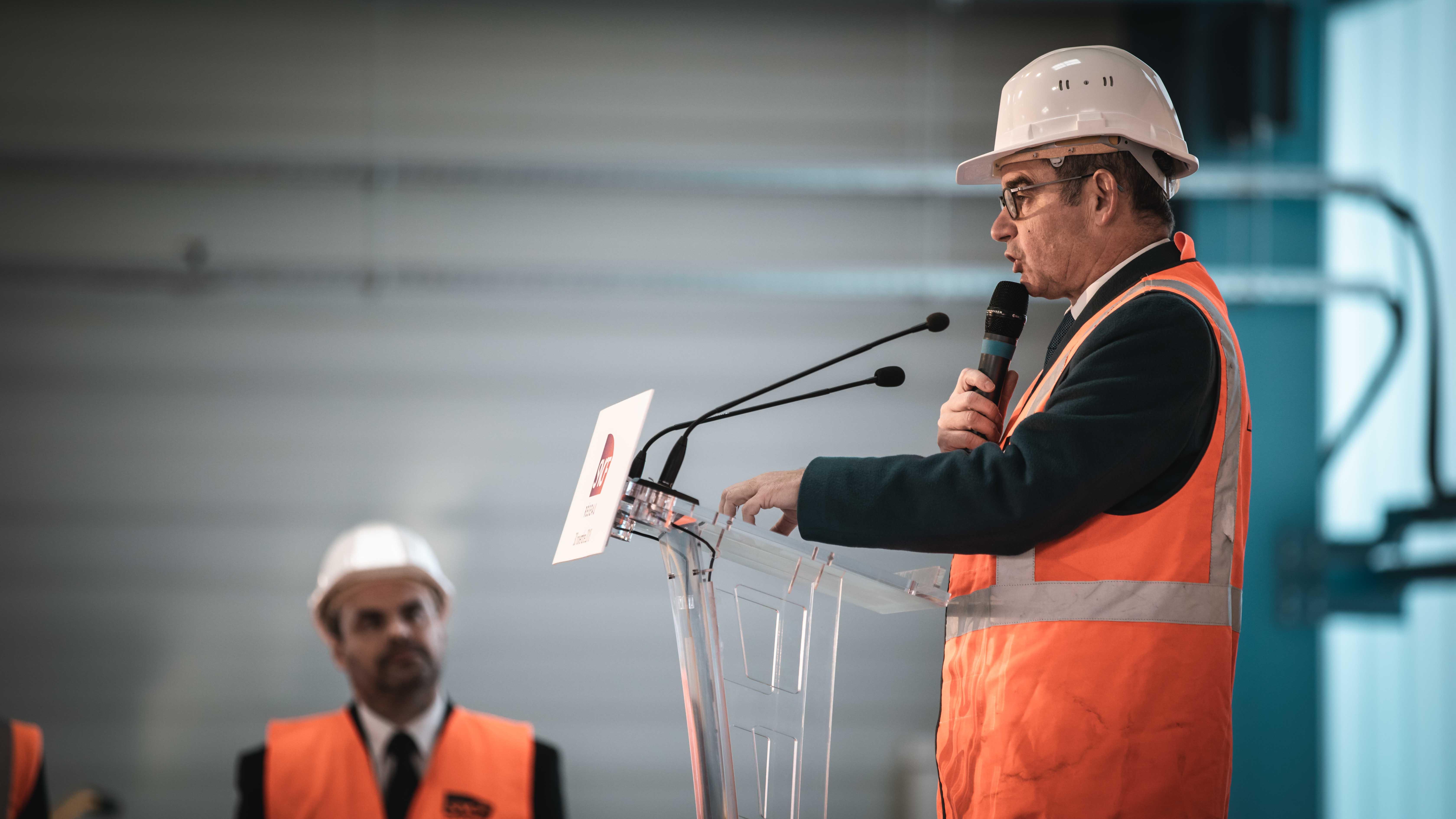 Prise de parole sur la scène du Directeur SNCF Réseau durant l'événement