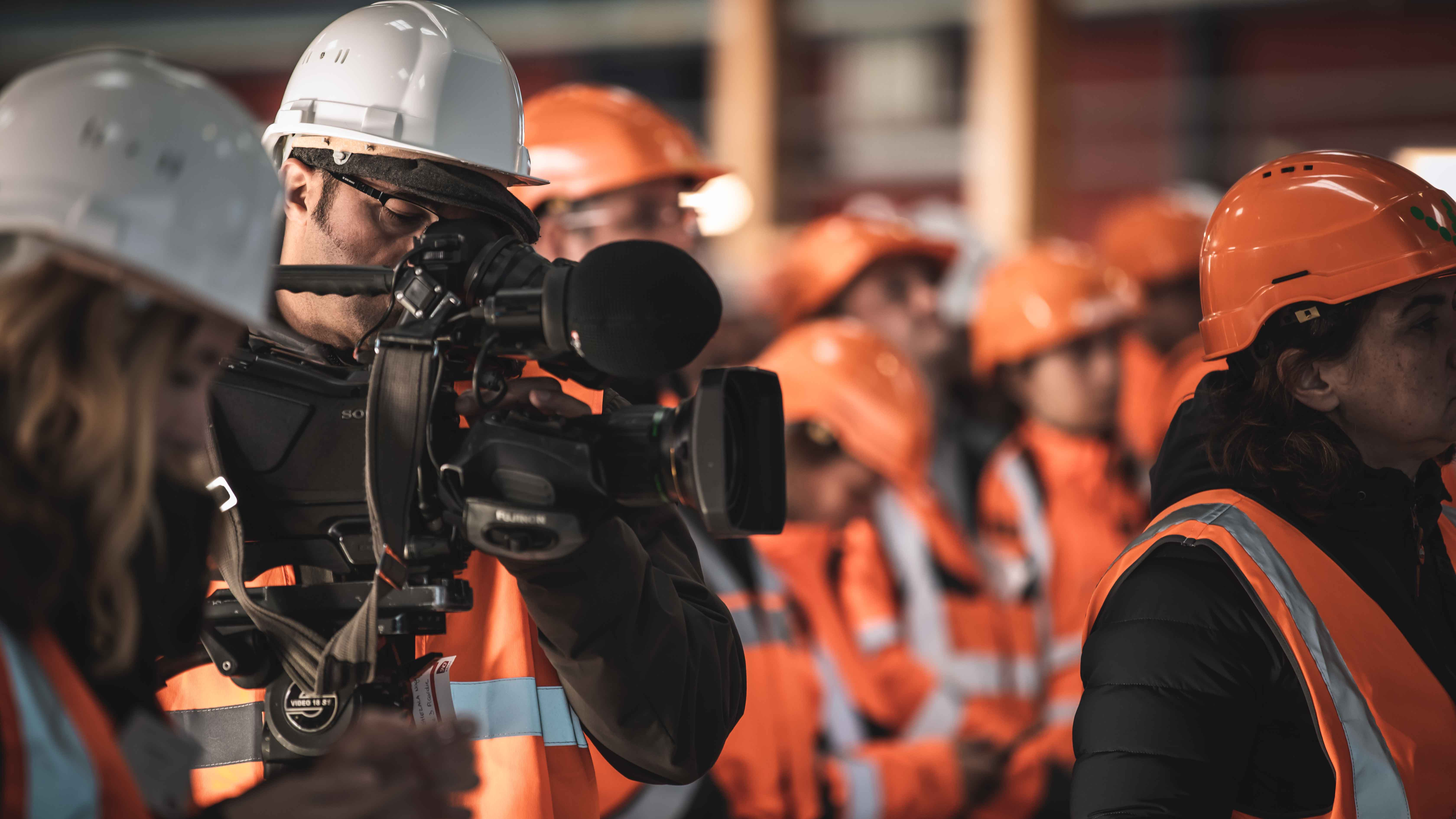 Caméra TV pour couvrir l'événement inaugural SNCF Réseau