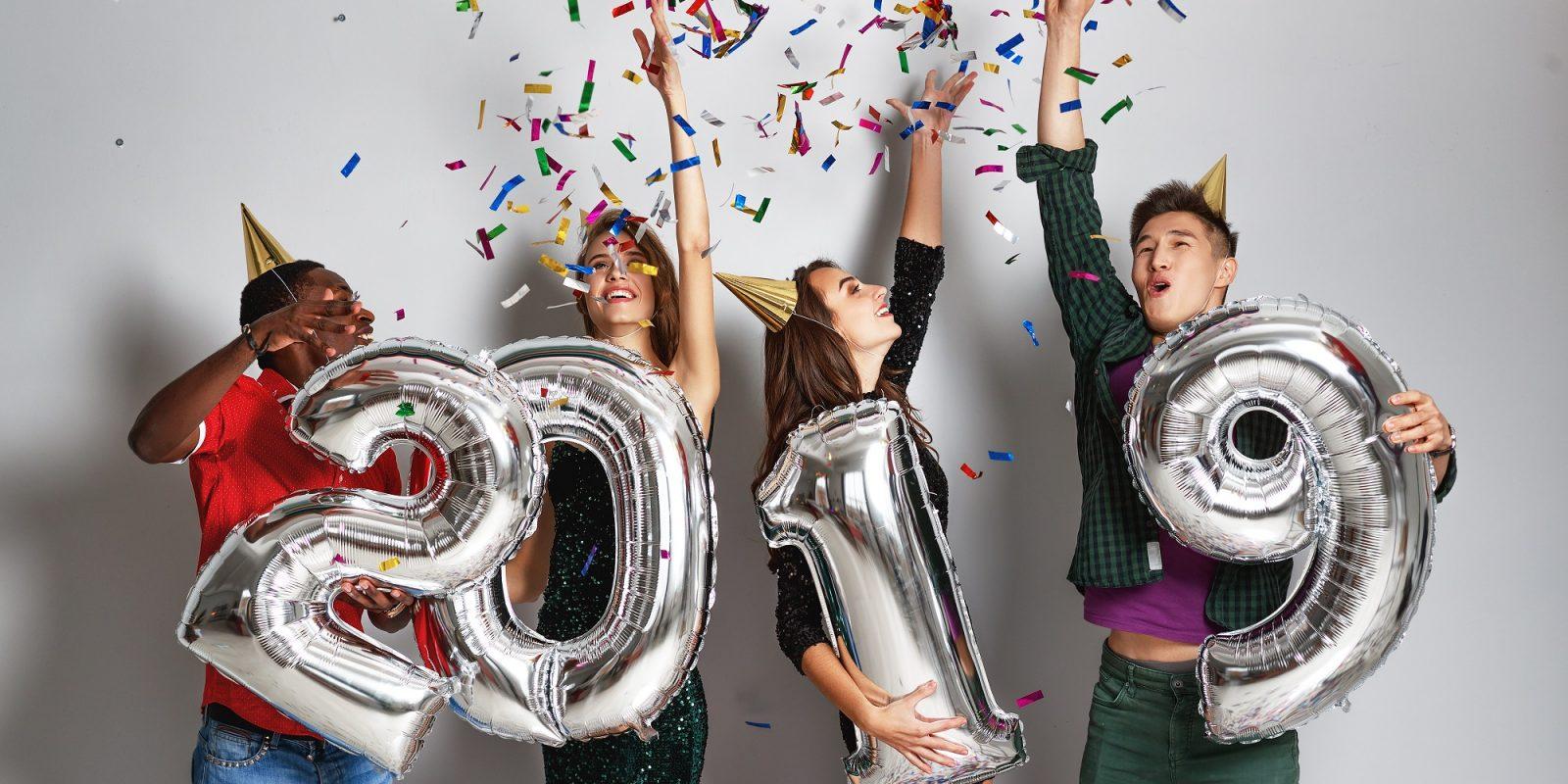 4 personnes fêtent le nouvel an 2019