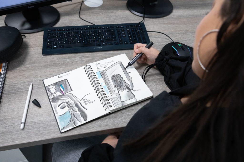 Yasmine adore dessiner - Val d'Oise Communication