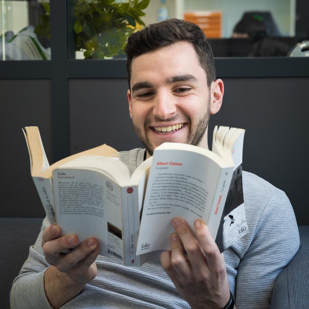 Brice aime beaucoup lire. Un bel atout pour VOC !